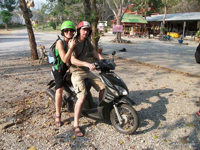 En moto Tailandia