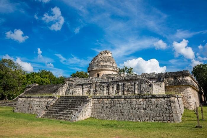 Observatorio de las ruinas en Rivera Maya