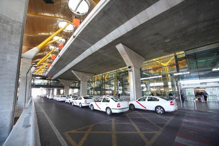 llegar al Aeropuerto de Madrid en taxi