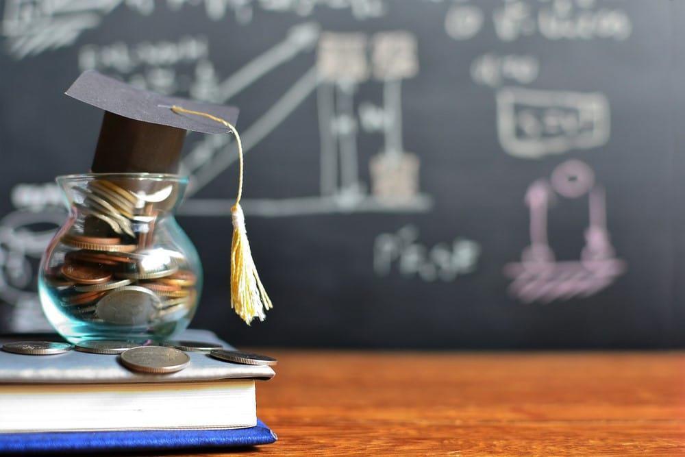 altos precios universidad España