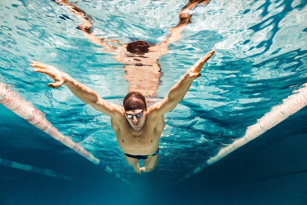 hacer natación para relajarse