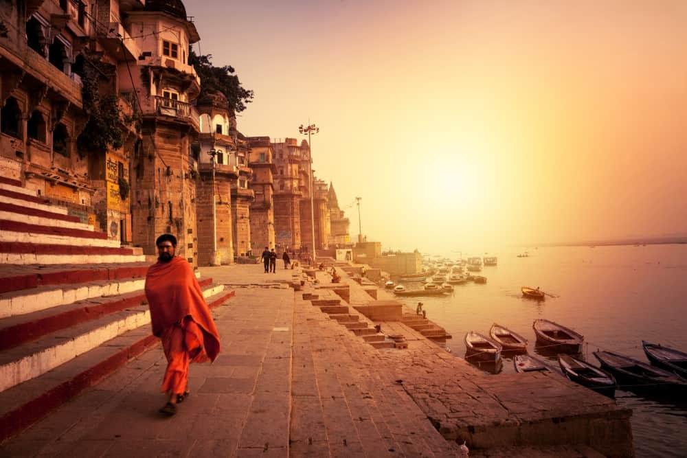 atardecer en los ghats de Varanasi