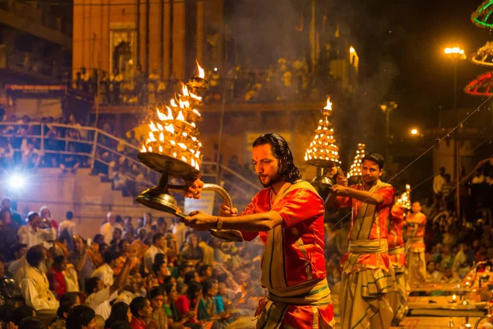 ceremonia aarti en Varanasi