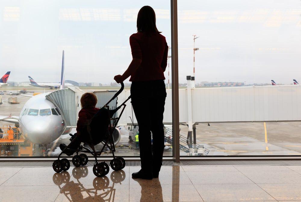 carro o mochila para viajar con bebés