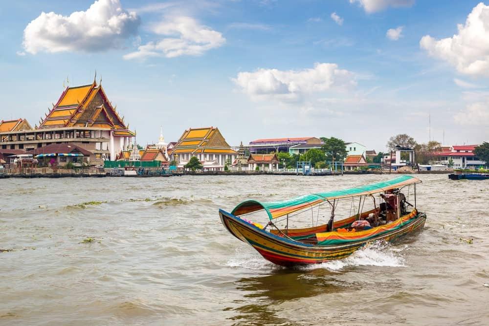 ferry por el Río Chao Phraya