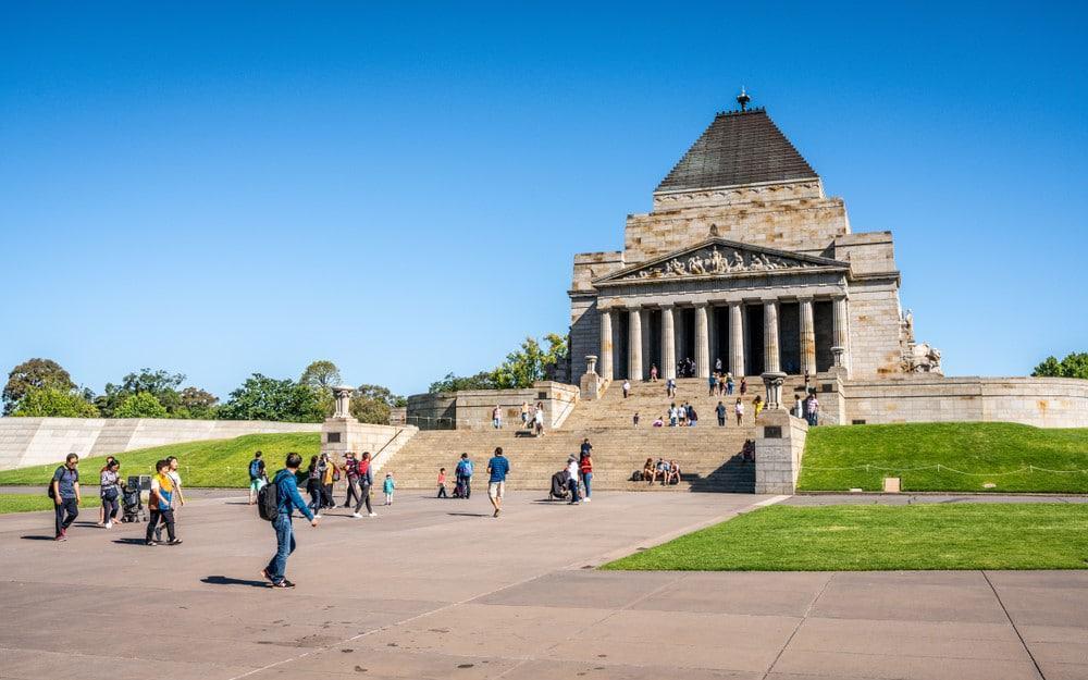 Shrine of Remembrance de Melbourne junto al jardín botánico