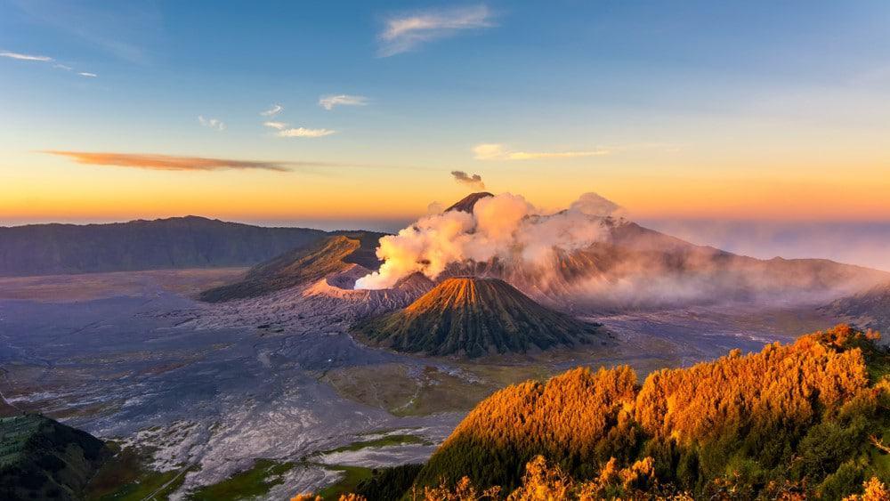 amanecer en volcán Monte Bromo Indonesia