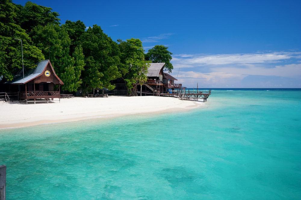 Sipadan, además de buceo, tiene una de las mejores playas de Malasia