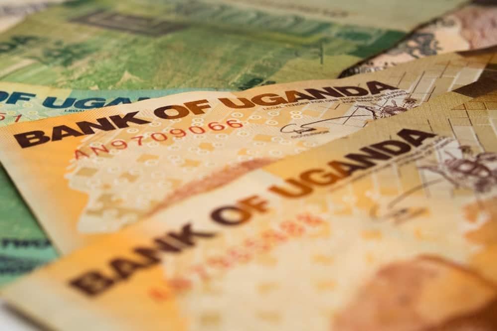 dinero en Uganda