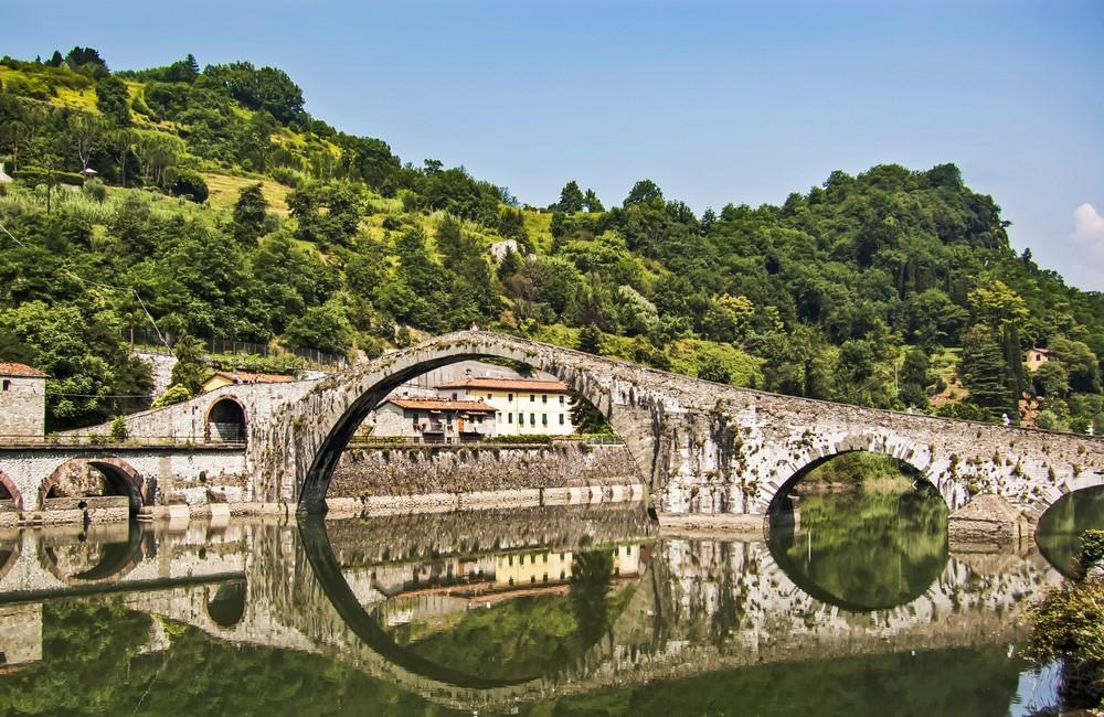 Puente Maddalena en Bagni di Lucca, Toscana, Italia