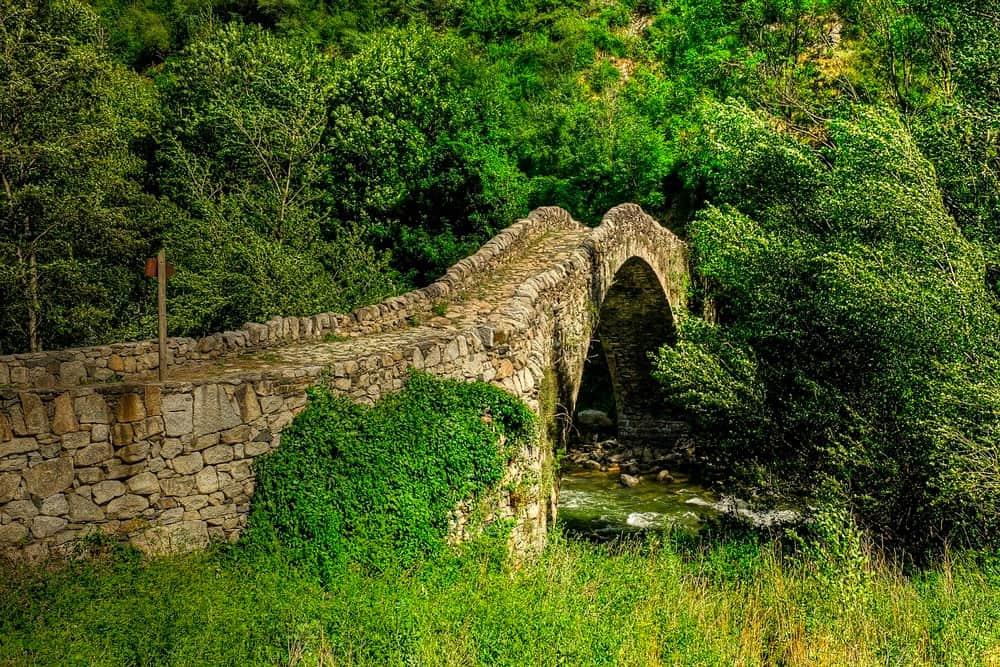puente románico en Andorra