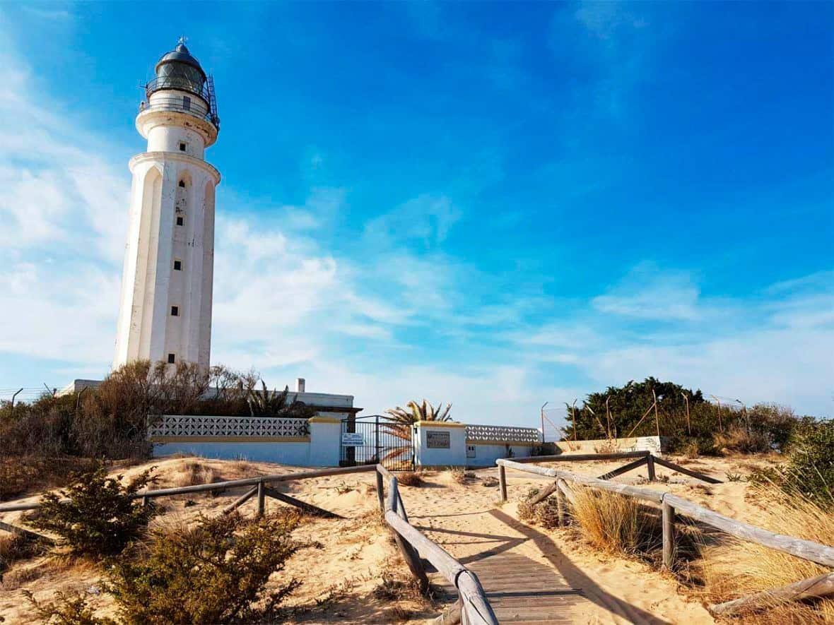 Faro de Trafalgar, un imprescindible que ver en Cádiz Provincia