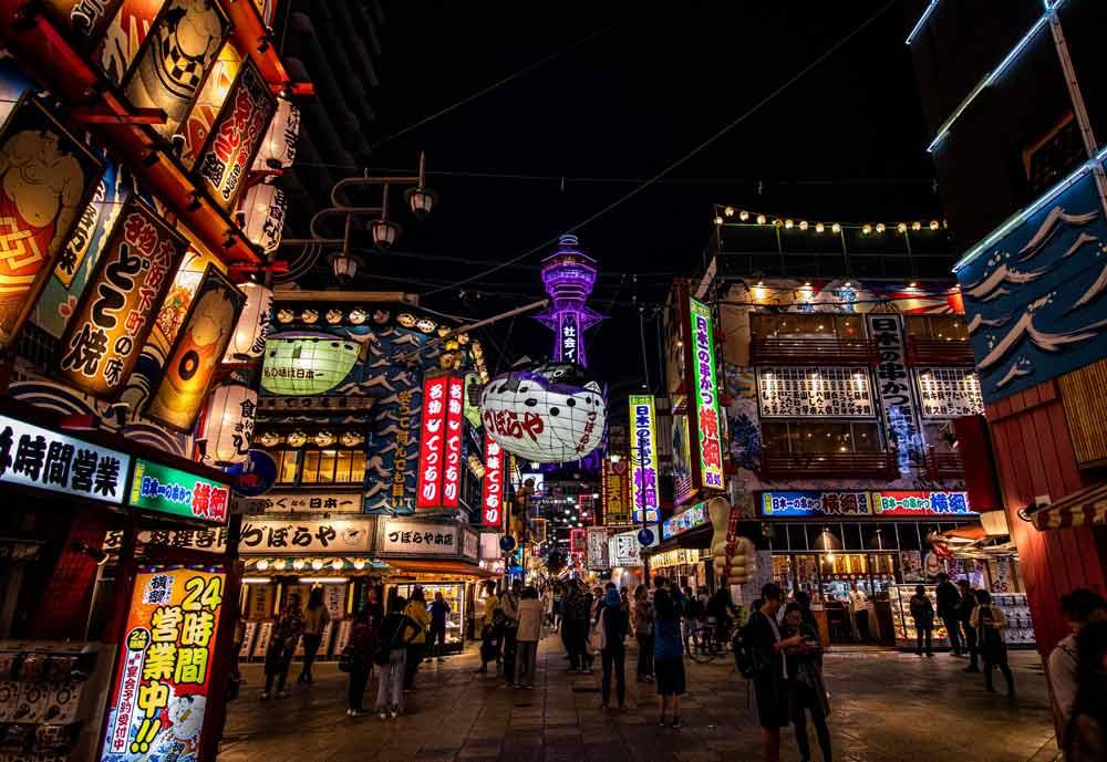 los neones de Shinsekai y su torre Tsutenkaku