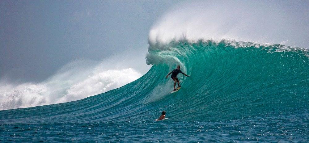 surf en Bali y deportes de aventura en Indonesia