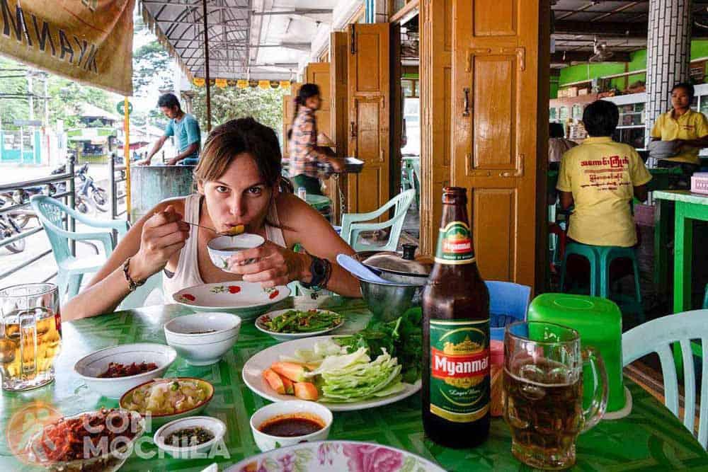 Carme Pellicer disfrutando de una comida en Asia