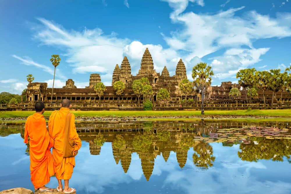 monges no templo de angkor wat no camboja