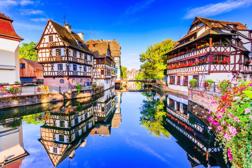 canal e centro da cidade de estrasburgo