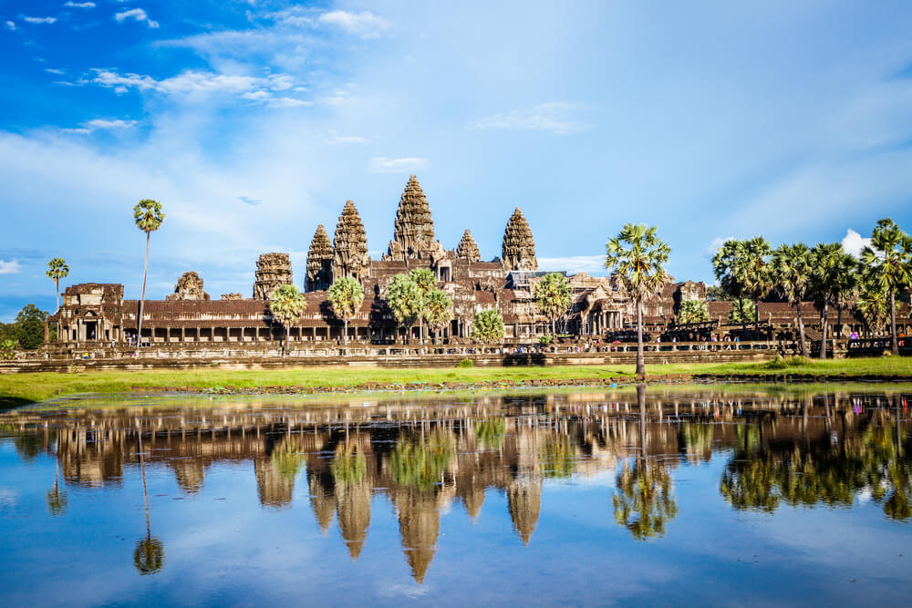 templos de angkor wat e reflexo no lago