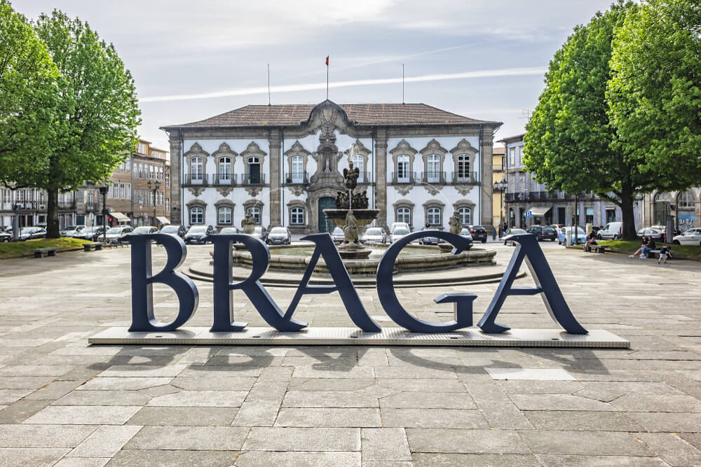 praça do municipio e logo de braga