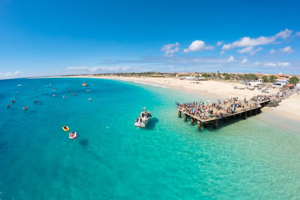 vista aerea da praia e do pontao de santa maria