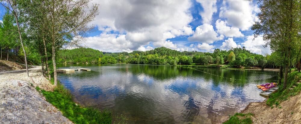 lago formado na barragem da queimadela