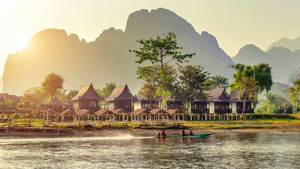 aldeia de vang vieng no laos
