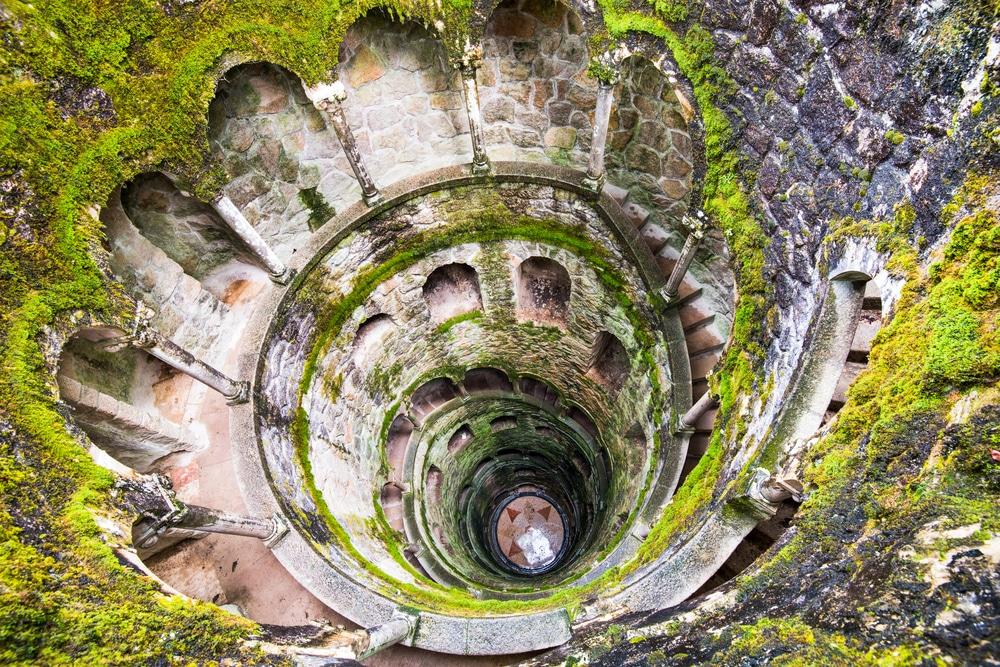 poço iniciático da quinta da regaleira visto desde cima