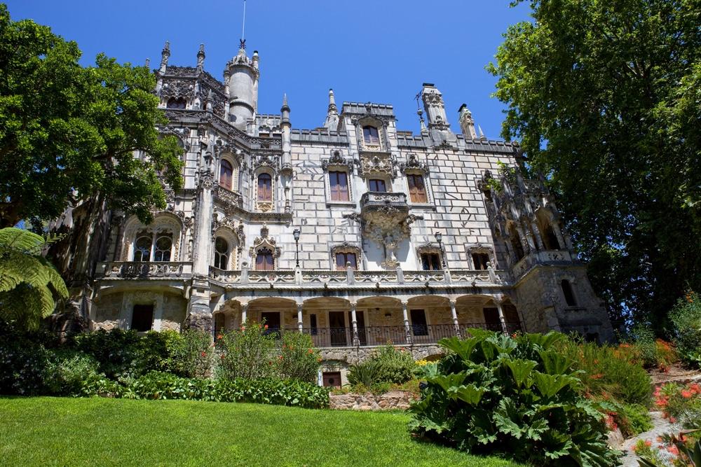 vista forntal do castelo da quinta da regaleira