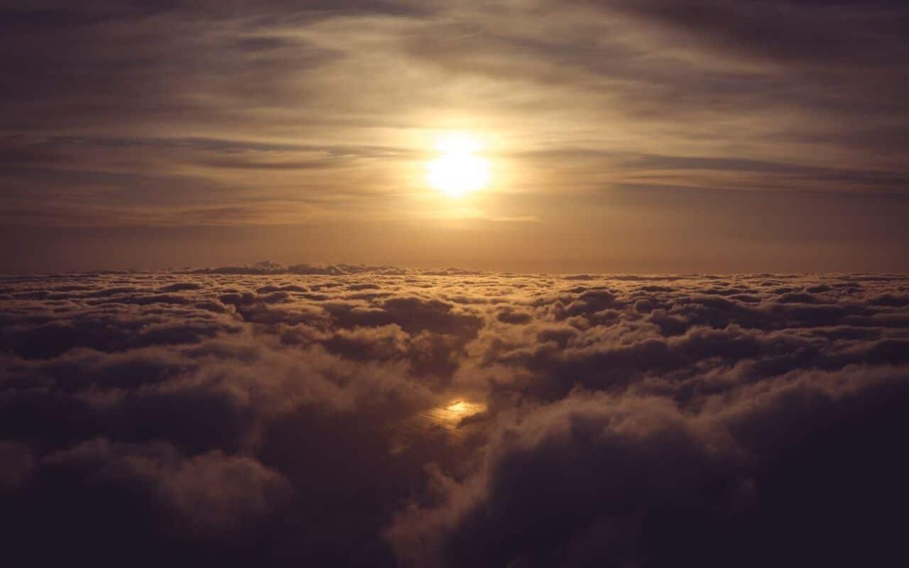 por do sol sobrevoando a ilha do pico
