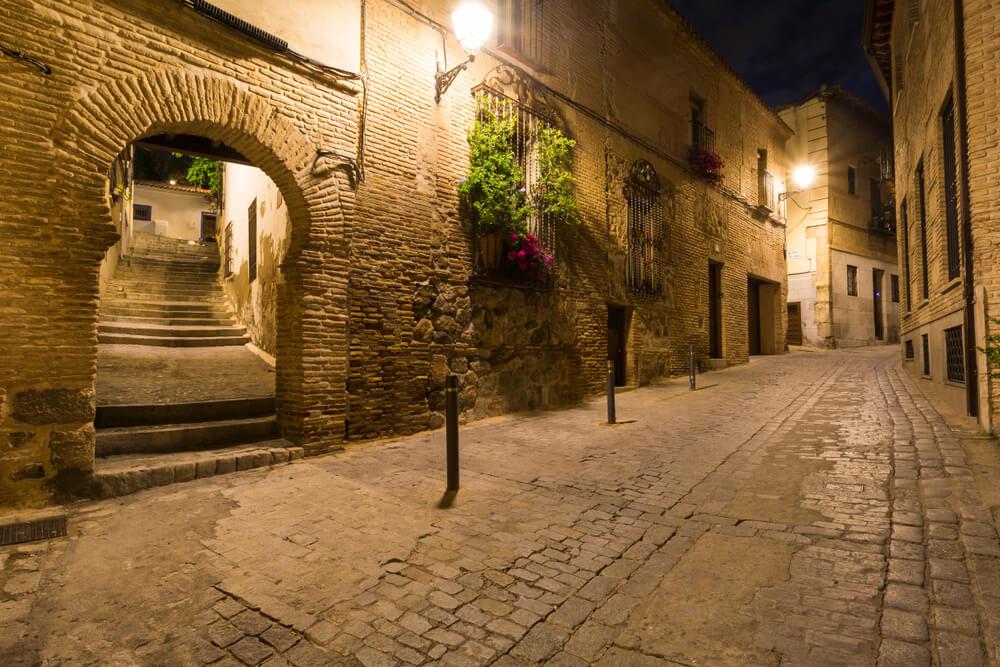 ruas de toledo à noite