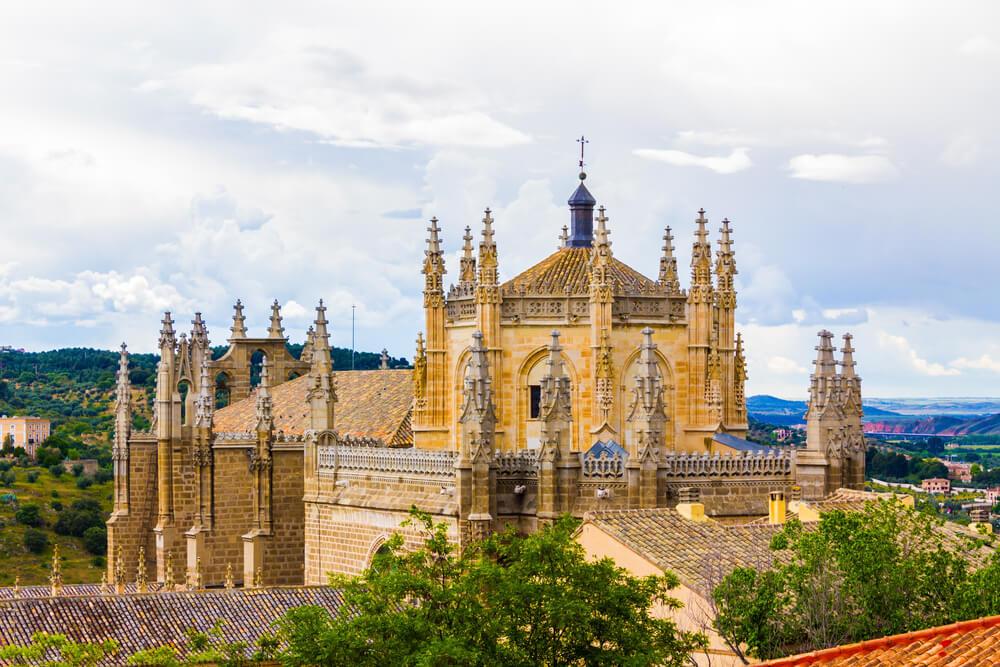 vista do mosteiro de sao joao dos reis em toledo