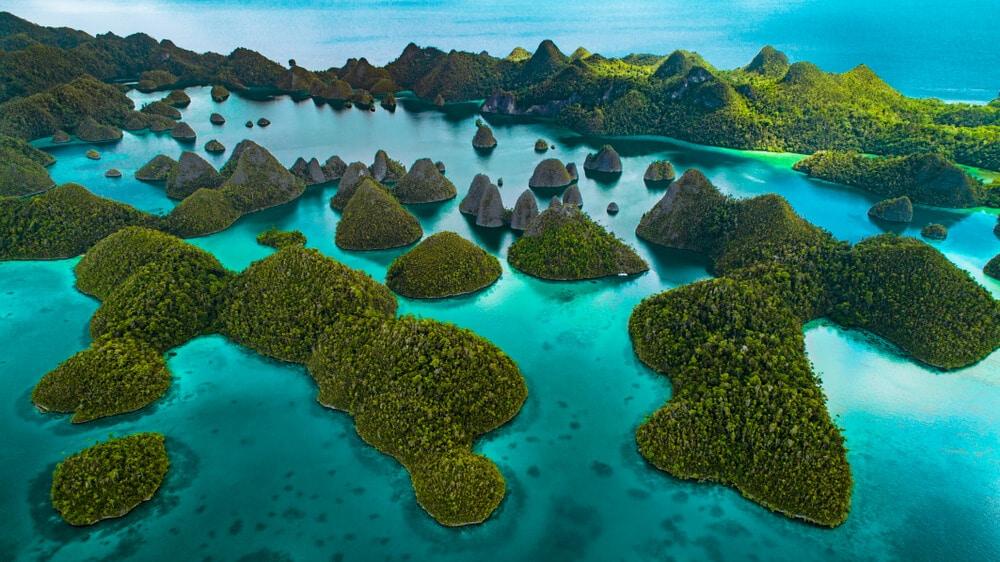 vista aérea das ilhas de raja ampat na indonesia
