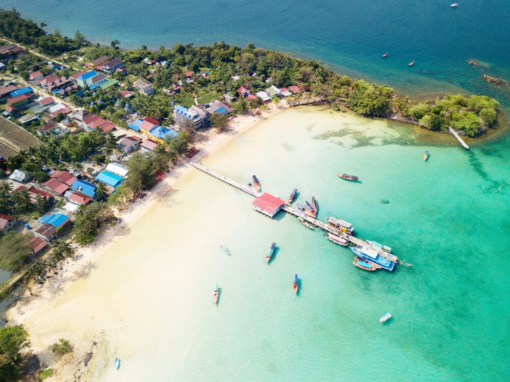 praia e porto de koh rong vista desde o ceu
