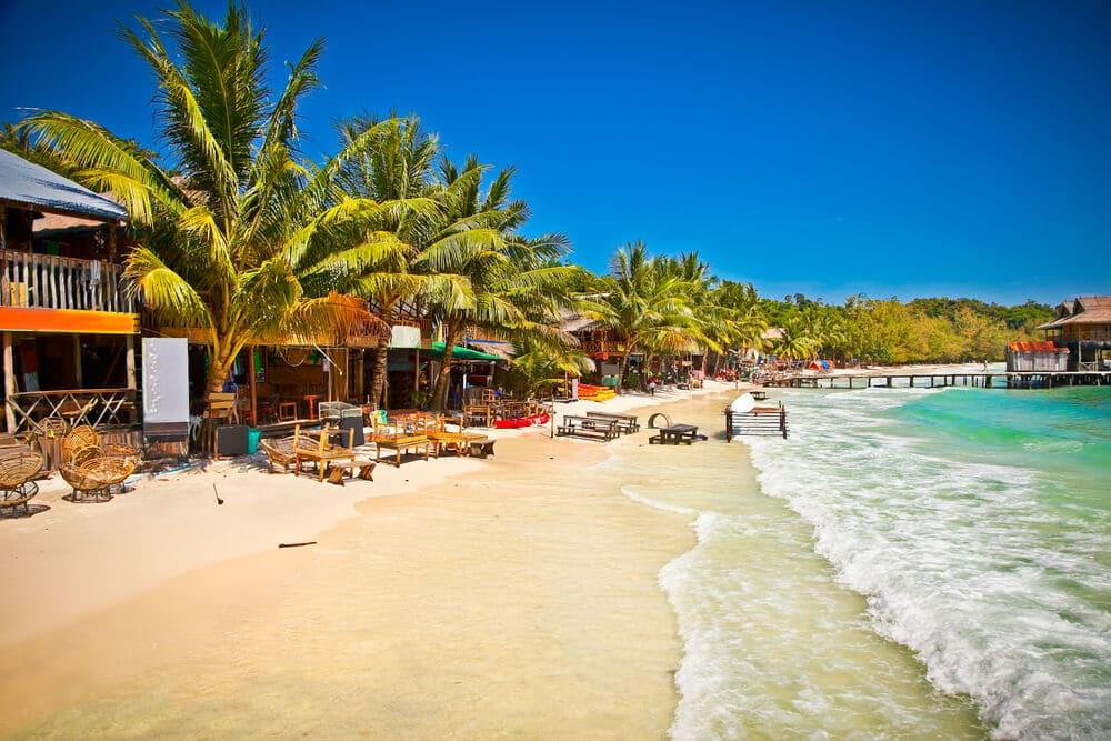 bares na praia da ilha de koh rong