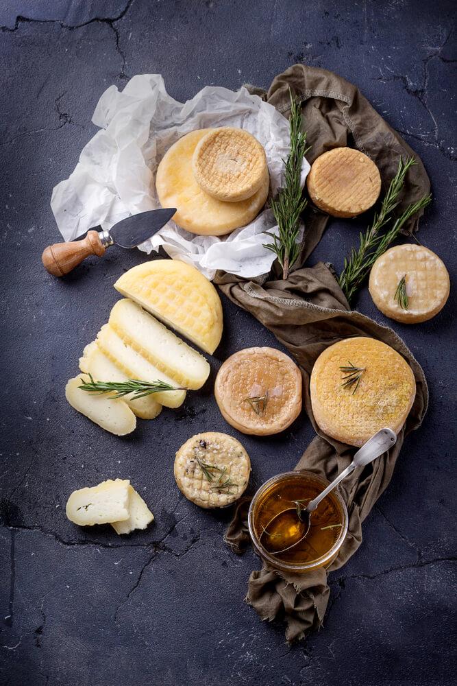 vários tipos de queijos alentejanos