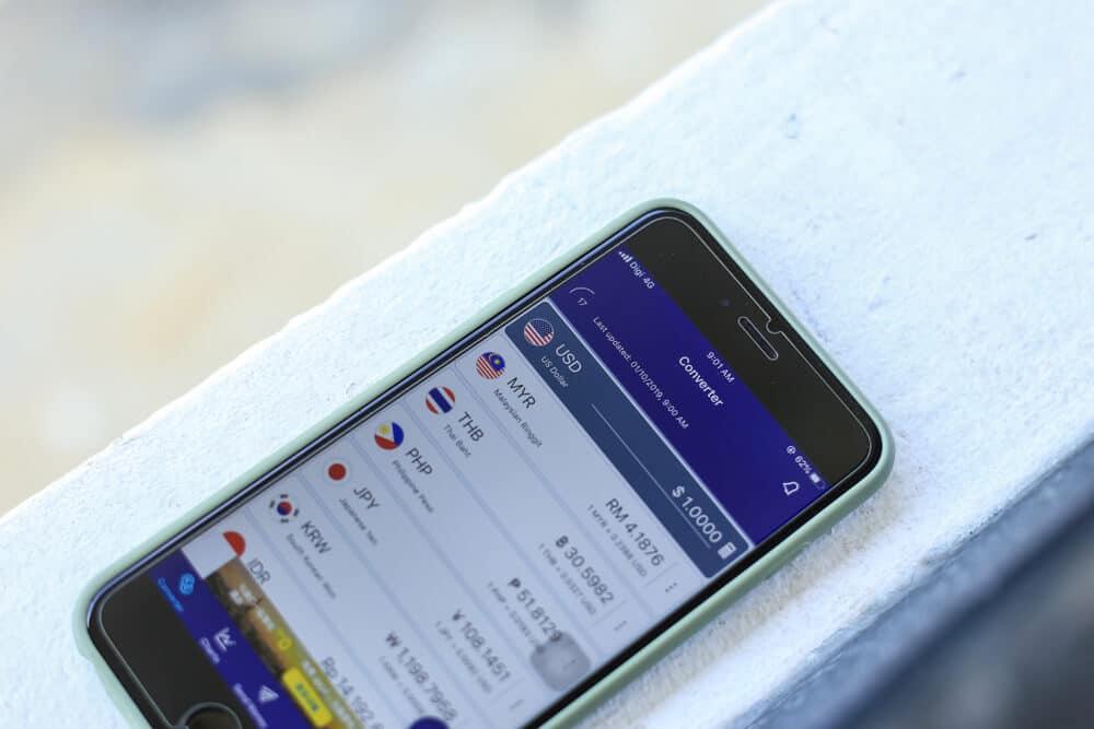 telemovel com a aplicaçao xe currency ja instalada