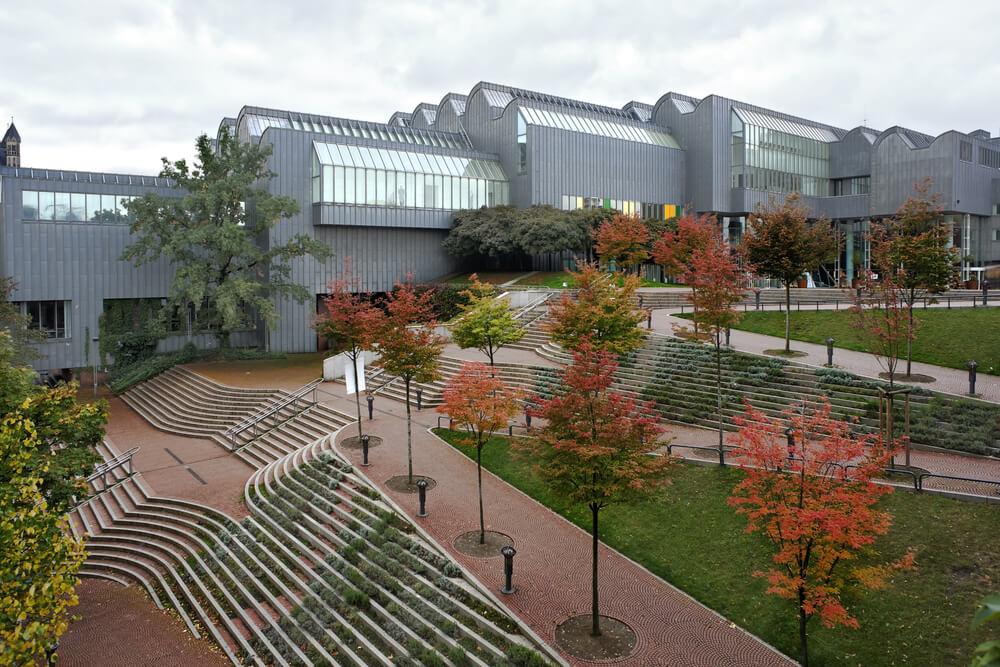fachada e parque do museu ludvig
