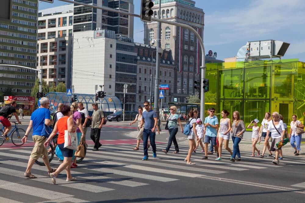regras na polonia para atravessar a rua