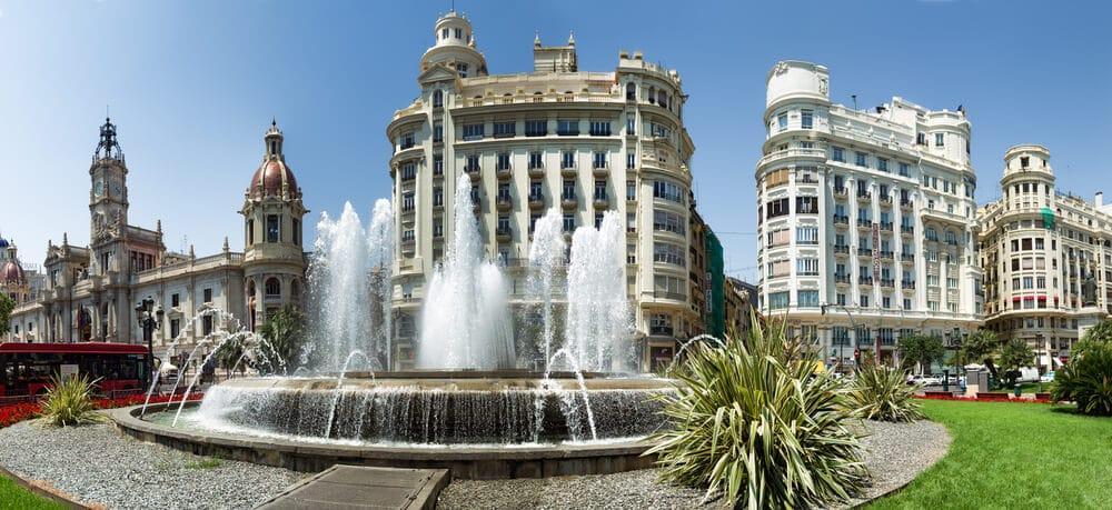 panoramica da praça do ayuntamiento de valencia