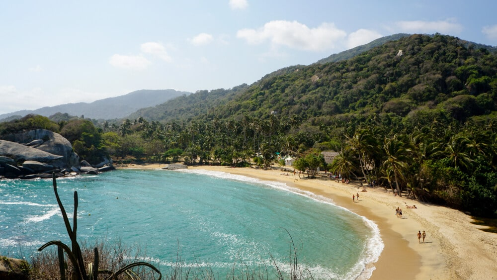 praia tropical no parque nacional de tayrona