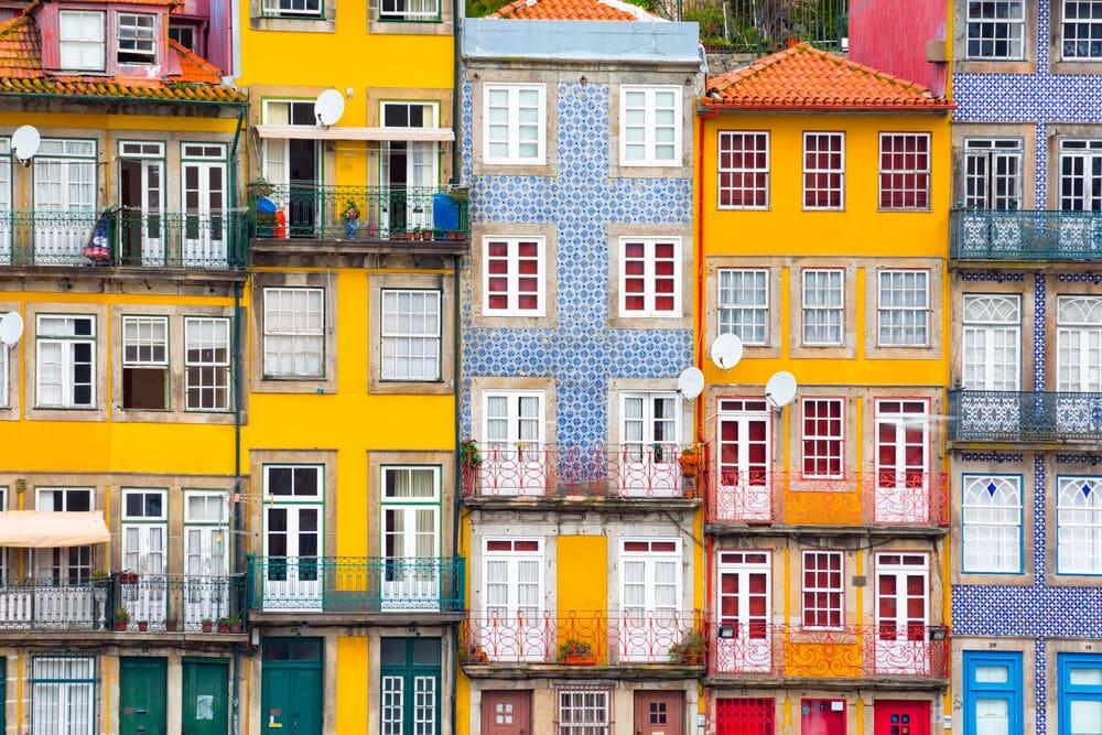 casas da ribeira do porto