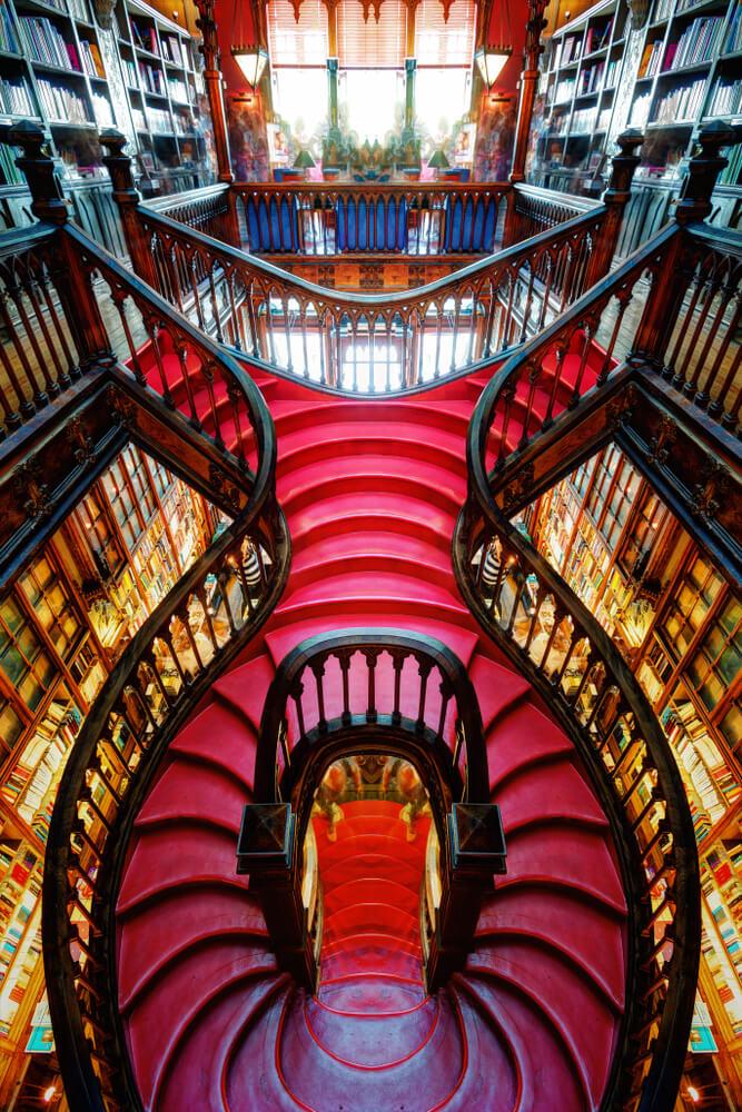 escadarias da livraria lello