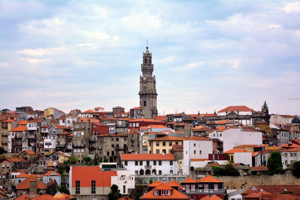 vistas da cidade do porto e da torre dos clerigos
