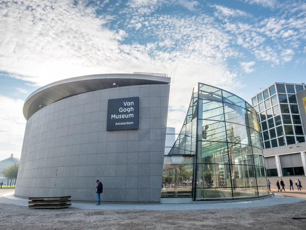 panoramica do edificio do museu van gogh