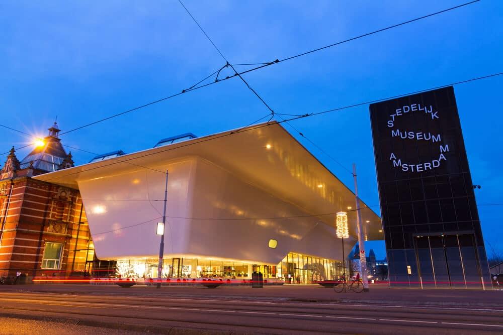 panoramica do edificio do museu stedelijk