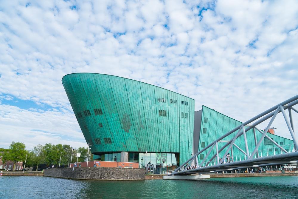 panoramica do edificio do museu nemo