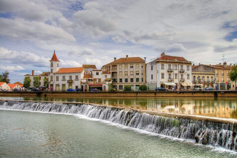 panoramica de tomar com o rio nabao