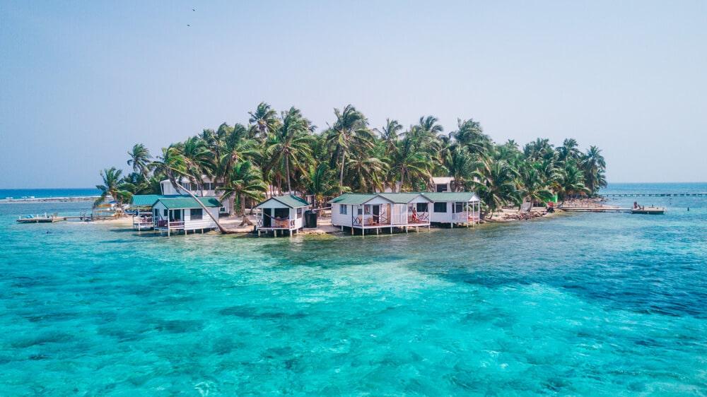uma das ilhas de belize vista desde o mar