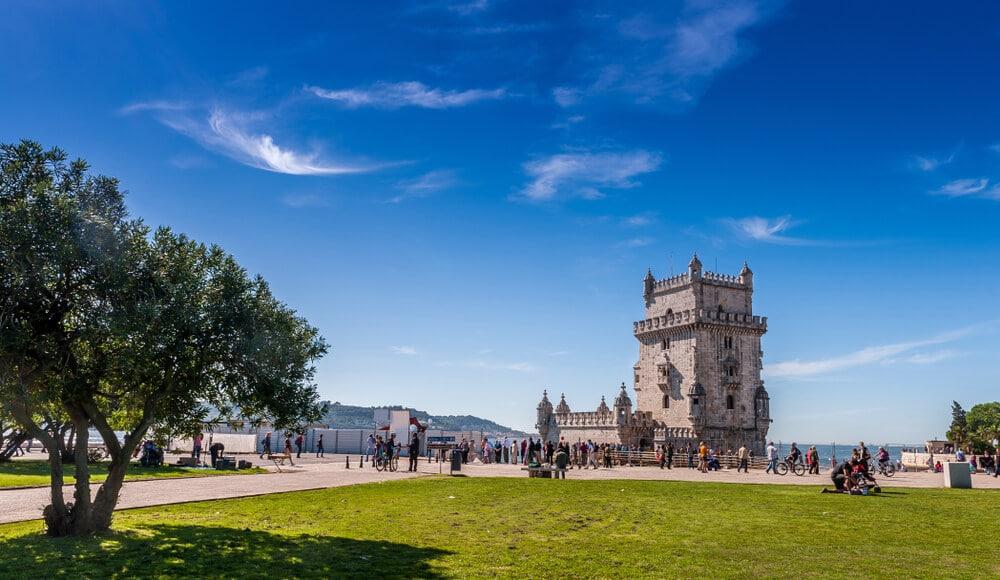 panoramica da torre de belem e dos seus jardins