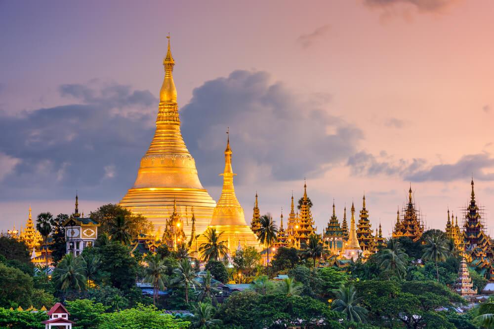 templos do myanmar ao nascer do sol